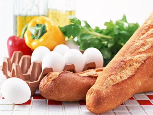 卵とパプリカとフランスパン